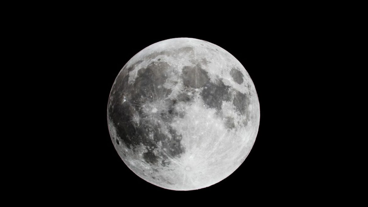 How to spot the rare Blue Moon in UK skies this weekend